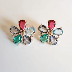 Conjunto delicado com flores de cristais multicolor 2