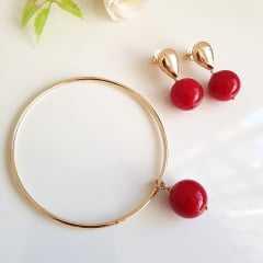 Conjunto pulseira e brinco de bola shell vermelha
