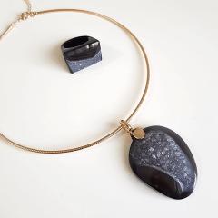 Conjunto Singular - pedra natural druza de Ágata Negra - colar e anel -1