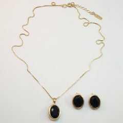 conjunto colar curto com pingente cristal oval preta  e par de  brincos