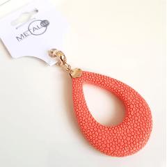 Pingente de resina cor coral
