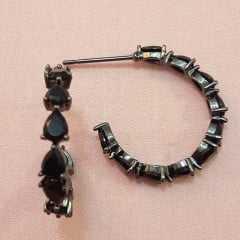 Brinco argola com cristais preto
